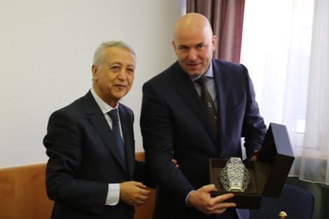 السيد ساجد يلتقي كاتب الدولة المكلف بالنقل بحكومة هنغاريا.