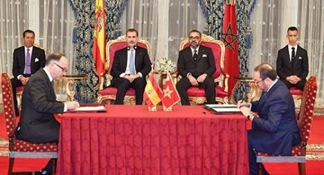 جلالة الملك والعاهل الإسباني يترأسان حفل التوقيع على عدة اتفاقيات للتعاون الثنائي